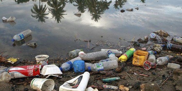 Poluição com plástico
