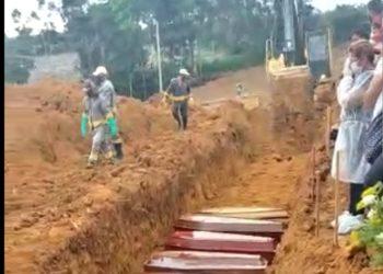 Enterro de vítimas da Covid-19 em Manaus