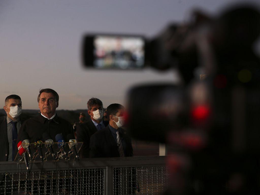Jair Bolsonaro na Porta do Alvorada