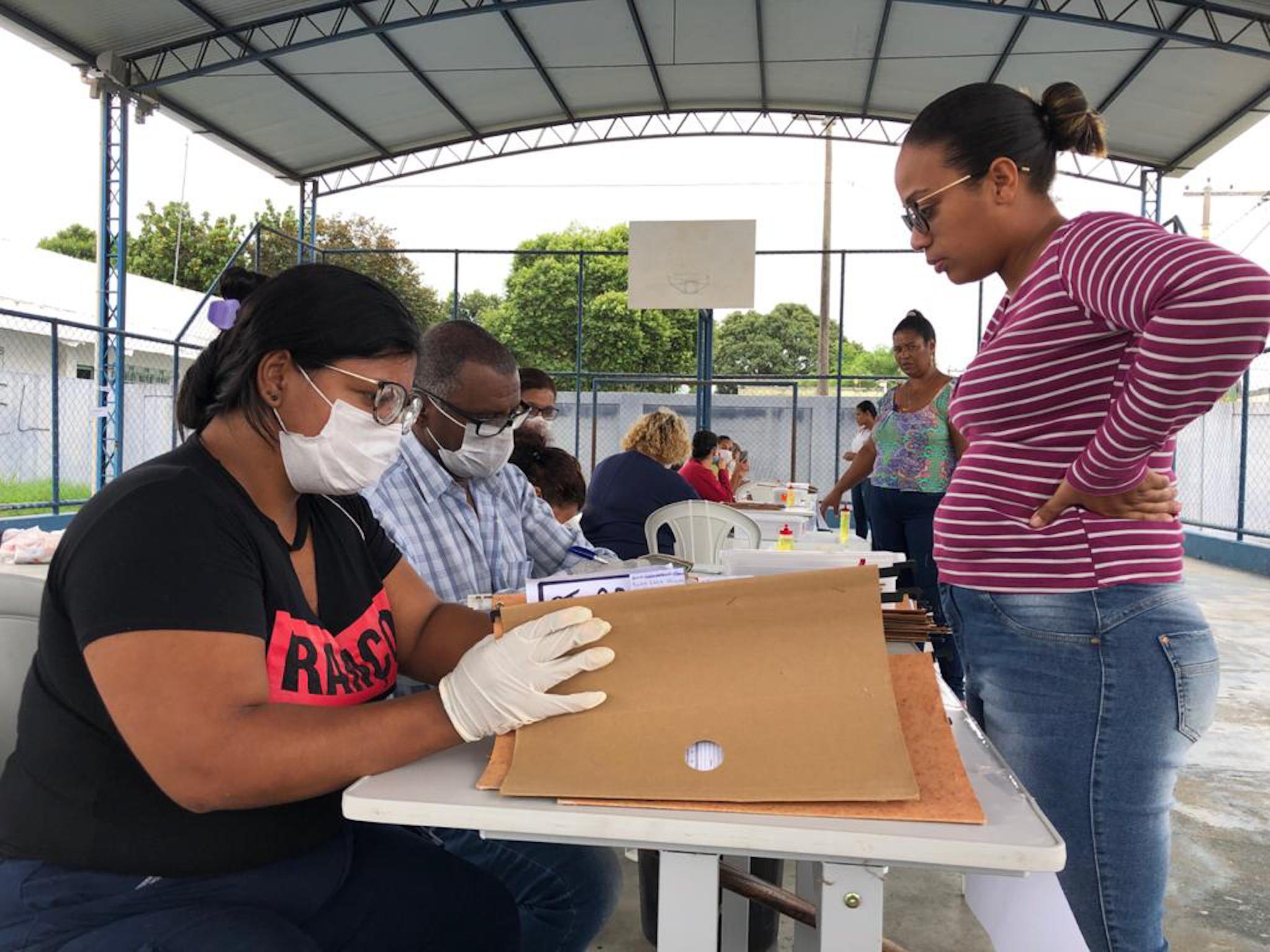 Entrega de kits alimentares em Campos-RJ