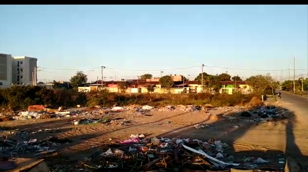 Terras sendo invadidas na Estrada Santa Rosa