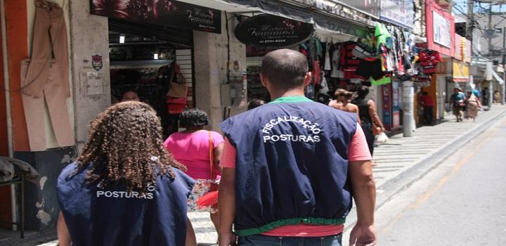 Ação coibe ambulantes irregulares em Campos