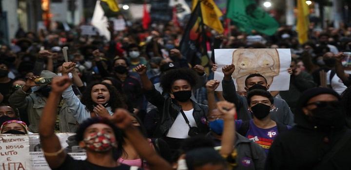 Manifestação contra morte de João Alberto, em São Paulo, nesta sexta-feira (20). — Foto: REUTERS/Amanda Perobelli