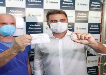 Vacinação contra Covid-19 é iniciada em Campos Profissionais da saúde em Campos que atuam no combate à pandemia começaram a tomar a vacina contra o coronavírus