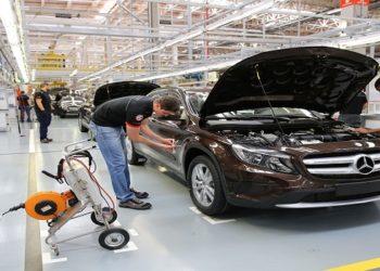 Mercedes e Ford encerram atividades no Brasil