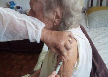 Dona Nilza - vacina