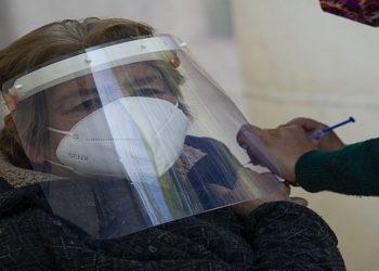 Cenário é de 'escassez de vacinas' contra Covid nos próximos dois meses, apontam secretários de saúde