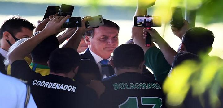 Segundo relato de uma repórter, um segurança de Bolsonaro chegou a sacar uma arma