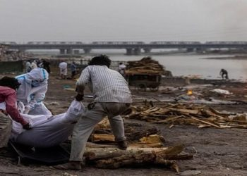 Índia sofre com o colapso no sistema funerário com a pandemia do novo coronavírus