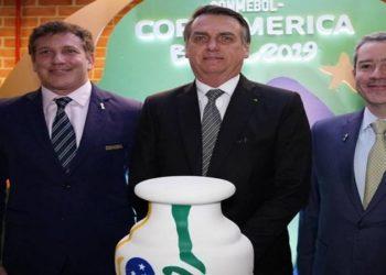 Jair Bolsonaro foi acionado diretamente pelo presidente da CBF, Rogério Caboclo, na manhã desta segunda-feira para falar sobre o interesse da Conmebol em realizar a Copa América no Brasil.