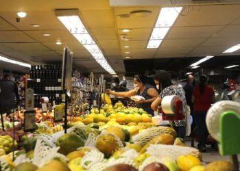 Renda e alimentos: Brasil convive com carestia e baixos salários