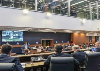 proposta de extinção do adicional do tempo de serviço (Triênio) foi a primeira do Plano de Recuperação Fiscal debatida pela Assembleia Legislativa do Estado do Rio de Janeiro (Alerj),