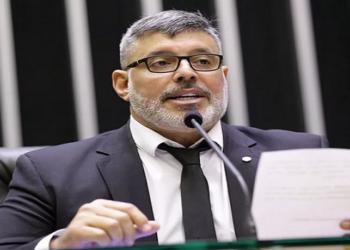 Em 6 de setembro de 2018, Bolsonaro, então candidato à presidência, foi atingido por um golpe de faca quando cumpria agenda eleitoral em Juiz de Fora, Minas Girais
