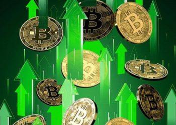 Bitcoin rompe alta histórica e é negociado acima dos 65 mil dólares
