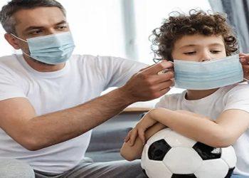 Casos de internações e óbitos estão em alta; por não estarem vacinadas, crianças dependem dos cuidados dos adultos para protegê-las